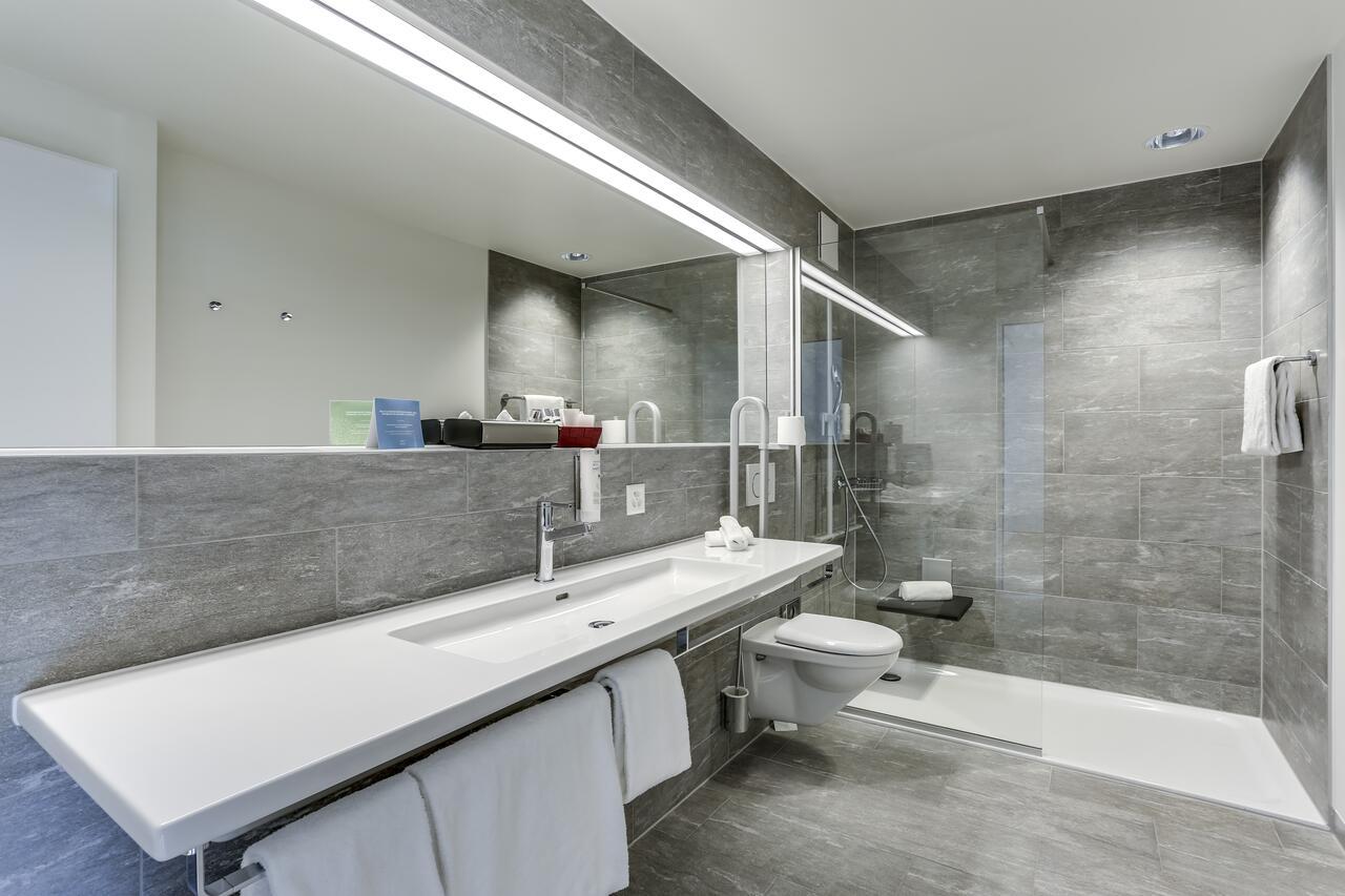 Non-slip showers in hospital hotel